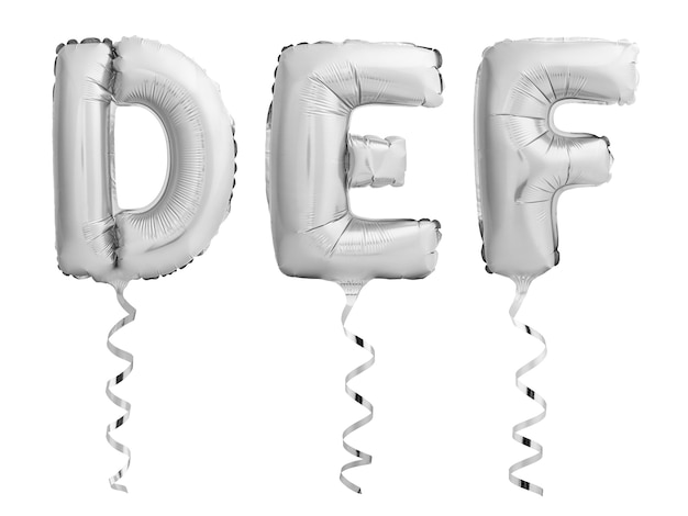Srebrne chromowane litery d, e, f wykonane z nadmuchiwanych balonów z wstążkami na białym tle