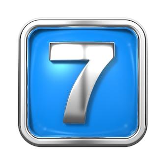 Srebrne cyfry w ramce, na niebieskim tle. numer 7