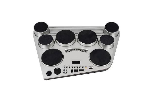 Srebrne elektroniczne bębny przenośne urządzenie muzyczne na białym tle