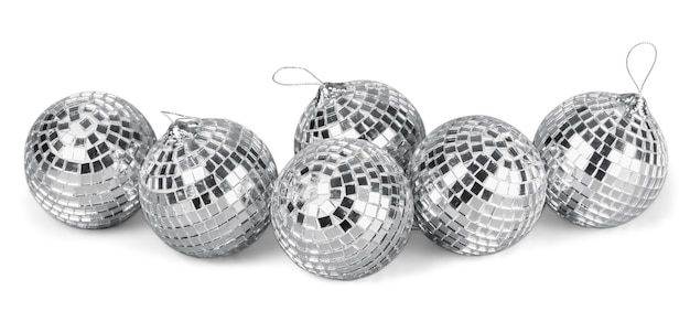 Srebrne kule lustrzane disco na białym tle