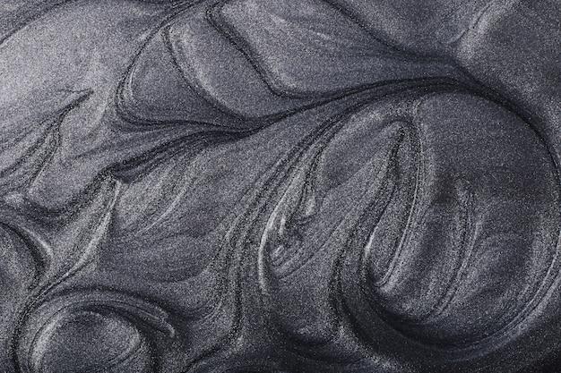 Srebrne metaliczne abstrakcyjne tło koncepcja makijażupiękne plamy płynnych lakierów do paznokci