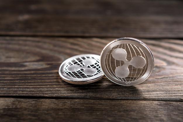 Srebrne monety marszczące