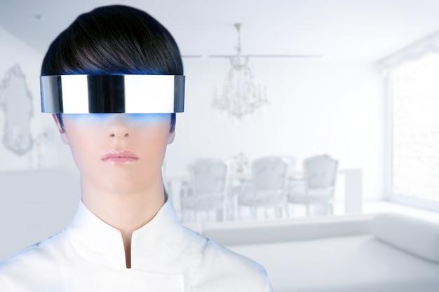 Srebrny futurystyczny okulary kobieta nowoczesny biały dom