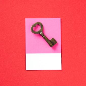 Srebrny metalowy klucz w stylu vintage
