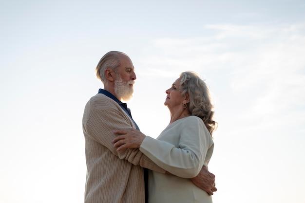Średnia historia miłosna starsza para