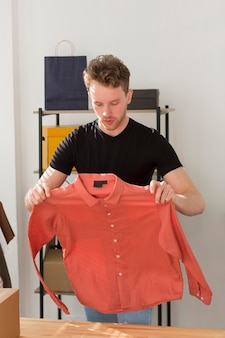 Średnia składana koszula męska