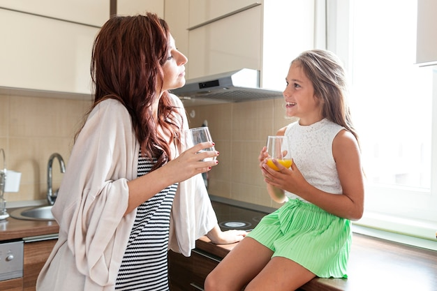 Średnie ujęcie matki i córki razem