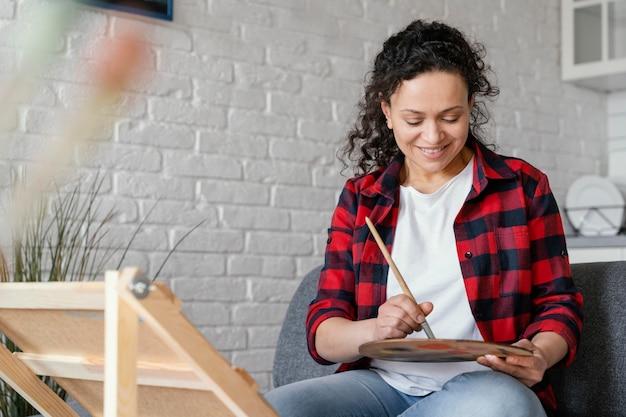 Średnio strzał buźka malowanie kobiety