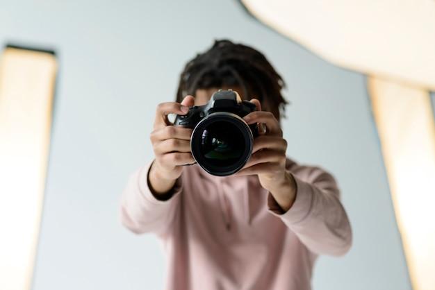 Średnio strzał fotograf fotografowanie