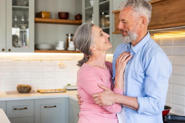 Średnio strzał starsza para