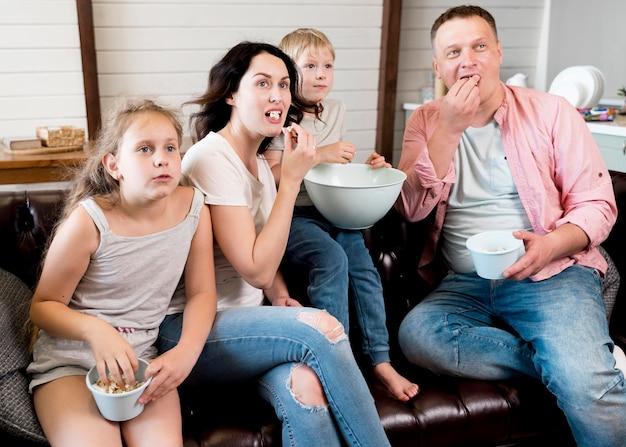 Średnio zastrzelony rodzinny posiłek