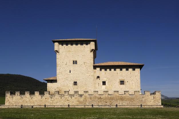 Średniowieczna wieża, kraj basków, hiszpania