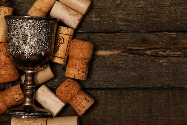 Średniowieczne kielichy i korki do wina