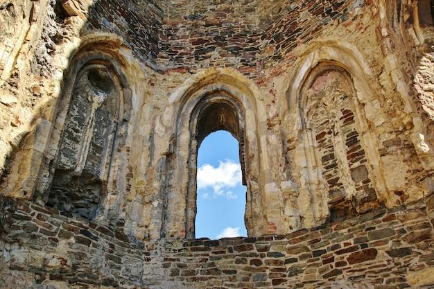 Średniowieczne ruiny zamku