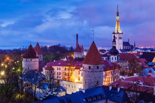 Średniowieczne stare miasto w tallinnie, estonia