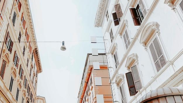 Średniowieczny budynek na ulicach rzymu