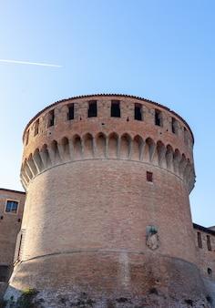 Średniowieczny forteca w dozza imolese, blisko bologna, włochy.