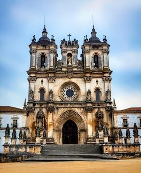 Średniowieczny klasztor katolicki w alcobaca, portugalia