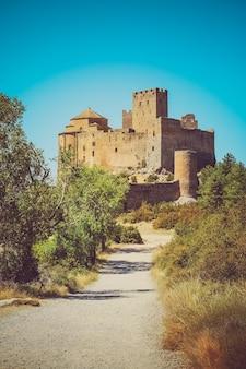 Średniowieczny zamek loarre, aragon, hiszpania.