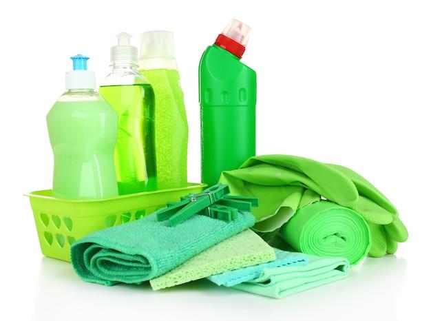 Środki czyszczące na białym tle