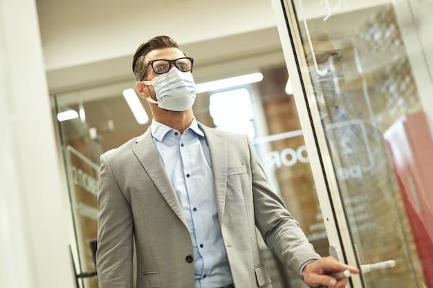 Środki zapobiegawcze dla wszystkich pracowników biurowych podczas pandemii