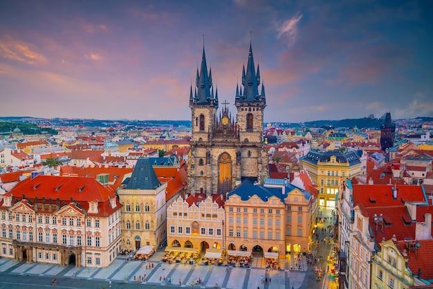 Śródmieście panoramę miasta praga, stare miasto w republice czeskiej. koncepcja zwiedzania i podróży po świecie