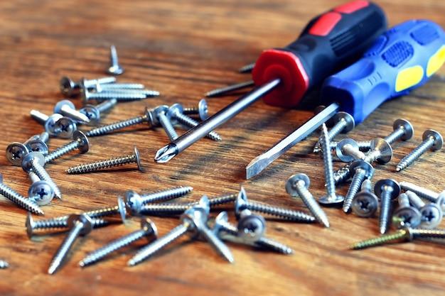Śruby i śrubokręt ruletka
