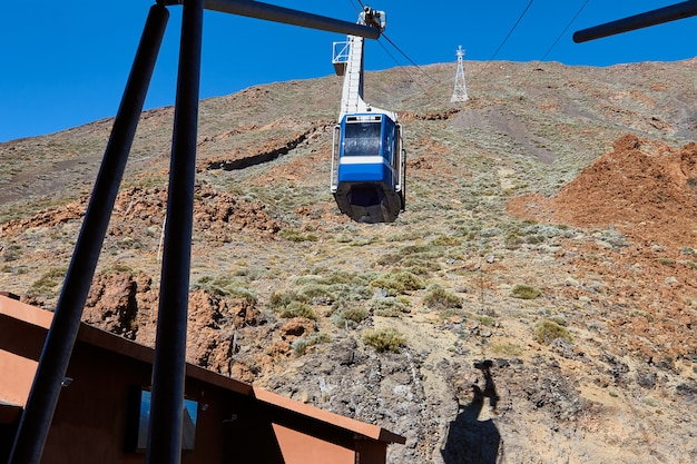 Stacja kolejki linowej w parku narodowym teide na teneryfie.