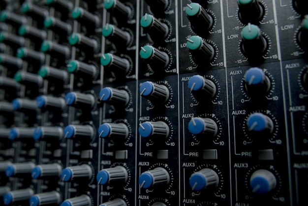 Stacja kontroli muzyki. mikser stereo