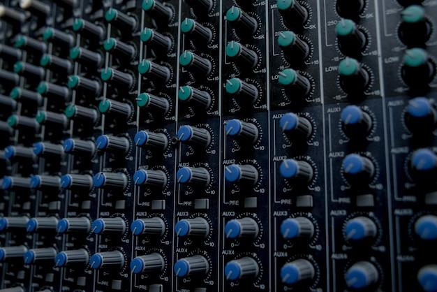 Stacja kontroli muzyki.