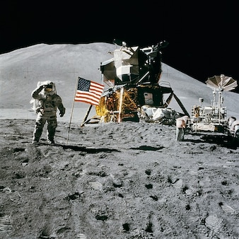 Stacja kosmiczna irwin lądowanie james apollo moon