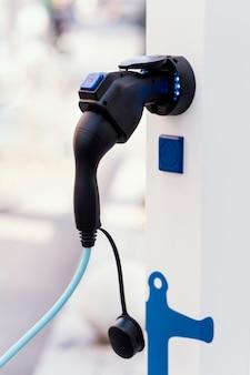 Stacja ładowania pojazdów elektrycznych z pompą