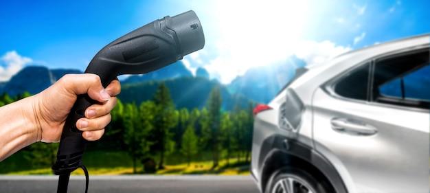 Stacja ładowania samochodów elektrycznych w koncepcji zielonej energii i eco power
