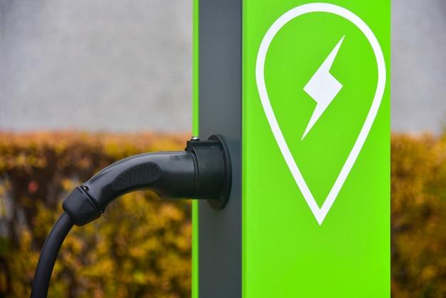 Stacja ładowania w mieście dla samochodów elektrycznych