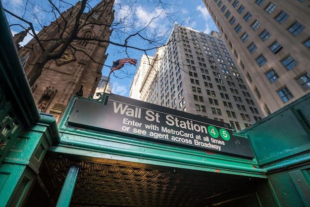 Stacja metra wall street w nowym jorku (ny) usa