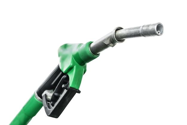 Stacja paliw. dysza pompy paliwa na białym tle.