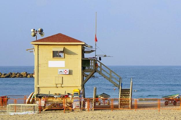 Stacja ratownika na plaży