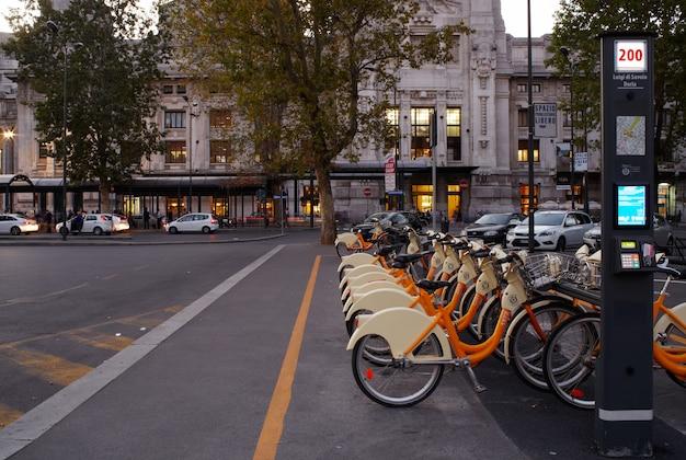 Stacja udostępniania rowerów, mediolan