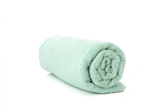 Staczający się zielony ręcznik odizolowywający na bielu, zamyka up