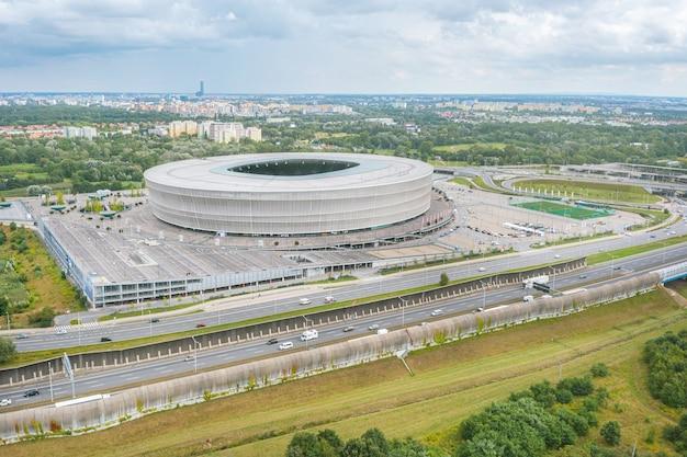 Stadion wrocław z wysokości, widok z drona na miasto wrocław, polska