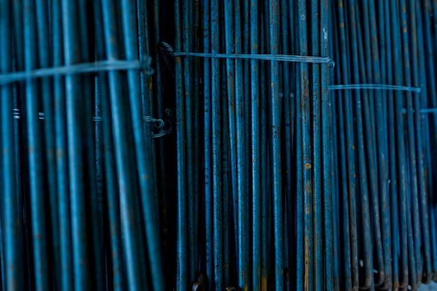 Stal, konstrukcja stalowa, żelazka budowlane do budowy, stos stali żebrowanej