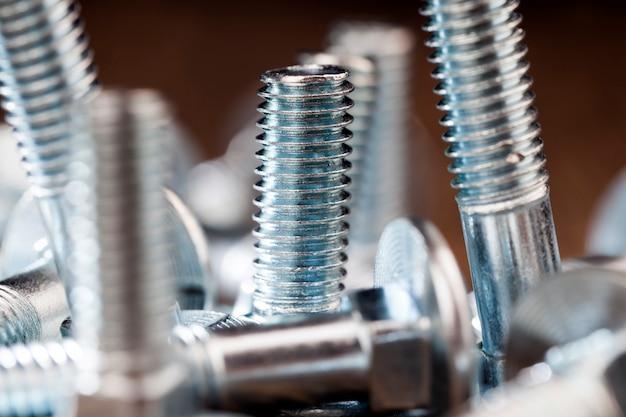 Stalowe śruby metalowe do prac budowlano-montażowych, śruby do przykręcania nakrętek