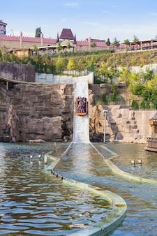 Stambuł, turcja - 07 września 2014: park rozrywki vialand na 07 września 2014 w stambule, turcja.