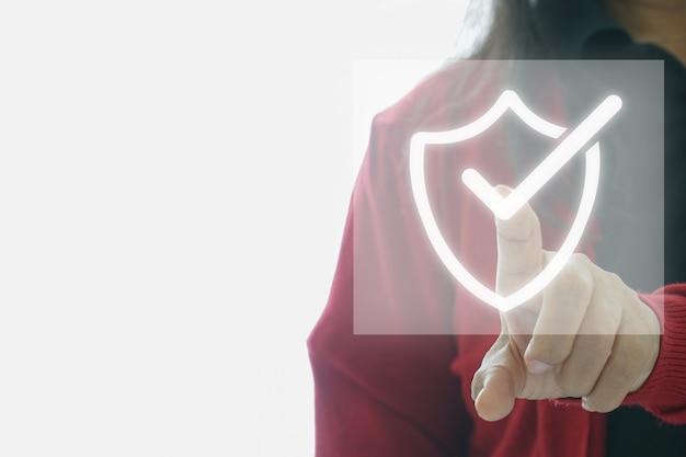 Standardowa certyfikacja kontroli jakości. pojęcie technologii cyfrowej biznesu w internecie.