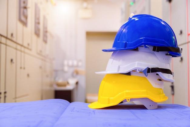 Standardowe wyposażenie bezpieczeństwa w sterowni, koncepcja budowy i bezpieczeństwa.