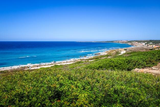 Stanowisko archeologiczne i pejzaż morski tharros, oristano, sardynia