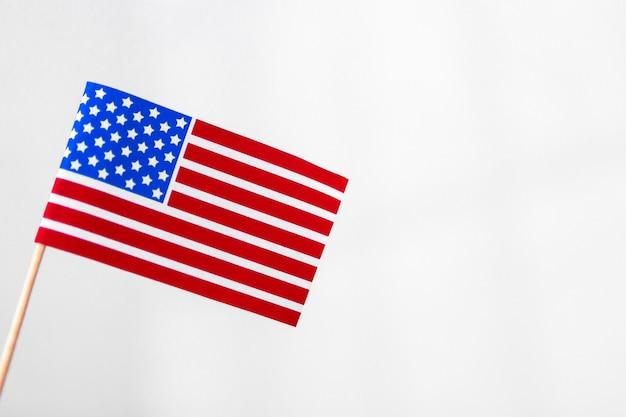 Stany zjednoczone na białym tle amerykańską flagę