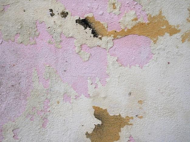 Stara cementowa ściana budynek z krakingową farbą starzejący się tło i tekstura