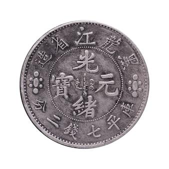 Stara chińska moneta na białym tle nad białym
