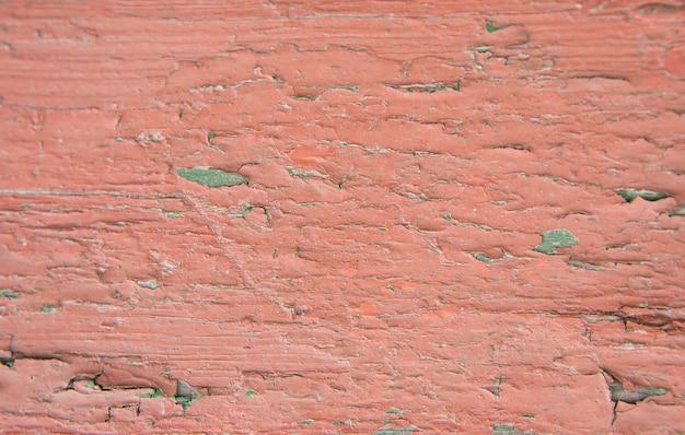 Stara drewniana ściana z odłupaną farbą